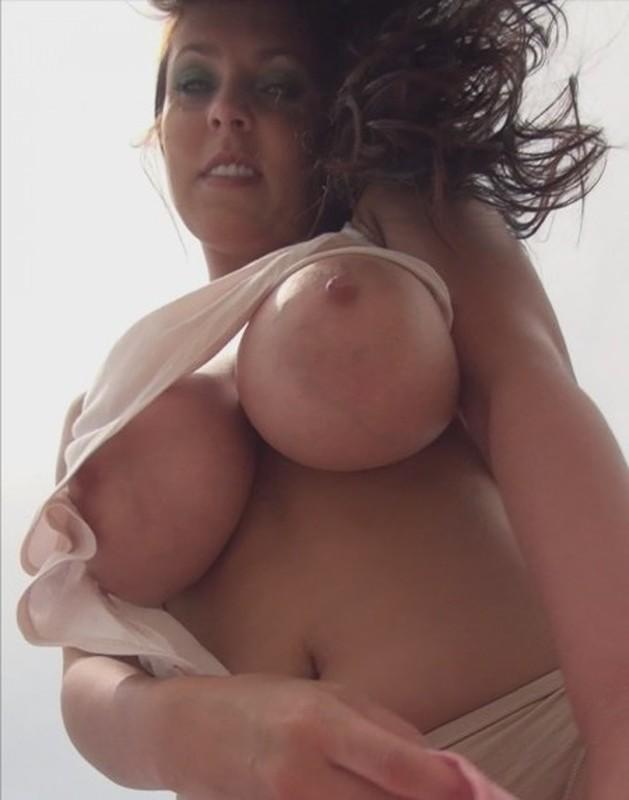 Ewa Sonnet – Natural Breasts Pink Veil – FullHD 1080p