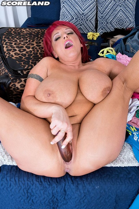 Stephanie Stalls – Scoreland  – Redhaired, Busty In Kentucky Plays with Dildo