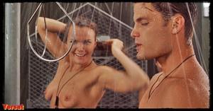 Dina Meyer  in Starship Troopers (1997) G92vg9xhvzkv