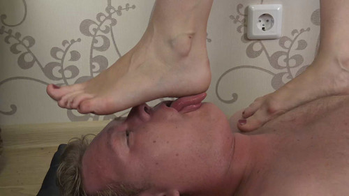 Cathy - barefoot trampling Full HD