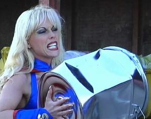 Kelly Trump - Supergirl Titten aus Stahl sc1