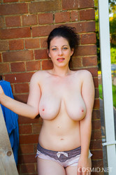Bex - Stripping outside