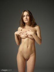 Adriana-First-fumbling-nudes--z6qx4aawta.jpg