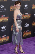 Scarlett-Johansson-cleavage-%40-Avengers-Premiere-u6olpfnvc0.jpg