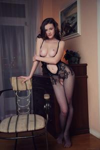 Emily-Bloom-Dunesa-26tw3u8ht7.jpg