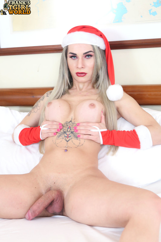 Nathalia's Hot Christmas Treat! (25 December 2018)