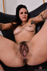 Delta-Hauser-Mature-and-Hairy-96-pics-3000px-o6t60gd55e.jpg