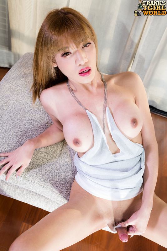 One Hot See Plays Her Cock! (3 January 2019)