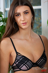 Lina-Luxa-young-French-porn-debutante-3000-px-66-pics-56tp17dns7.jpg
