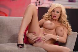 Bonnie-Rotten-Summer-Brielle-The-Blowjob-Business-692x-46vfj1kihx.jpg