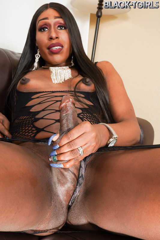 Veronica Richards Strokes Her Cock! (6 March 2019)
