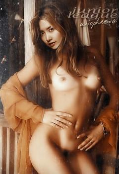 Naked Yoona
